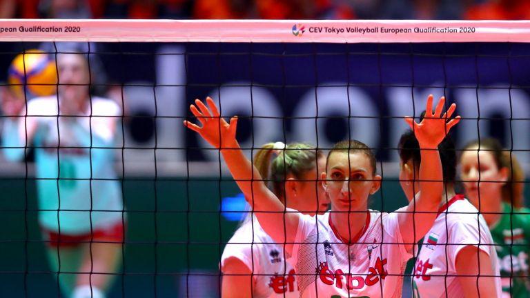 България победи Чехия с 3:0 и избегна мач с Турция на осминафинал