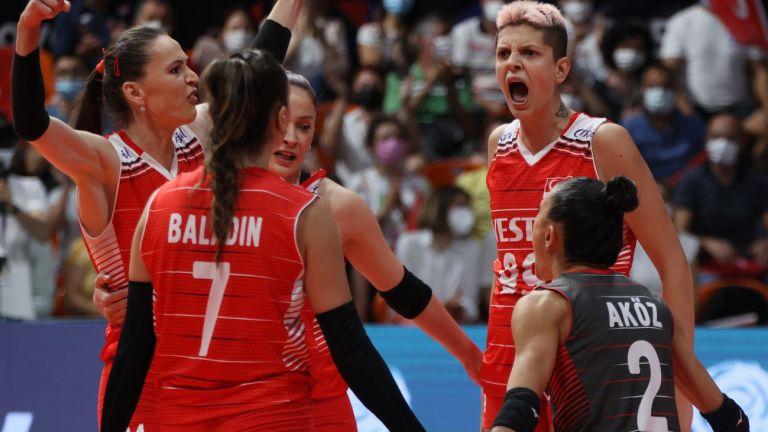 Нидерландия и Турция с категорични победи към полуфиналите