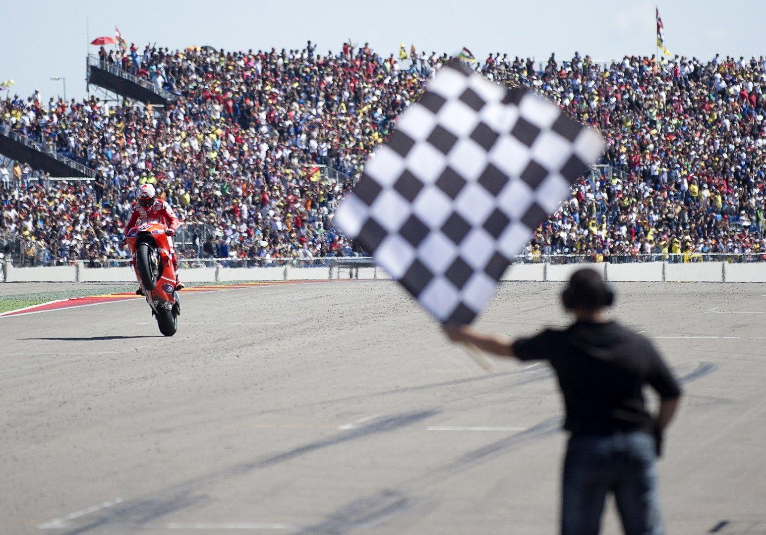 Кейси Стоунър печели състезанието през 2010-а - първи старт от Moto GP на тази писта