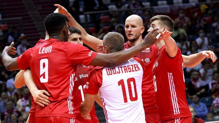 Перфектната Полша продължава убедително към осминафиналите на Евроволей