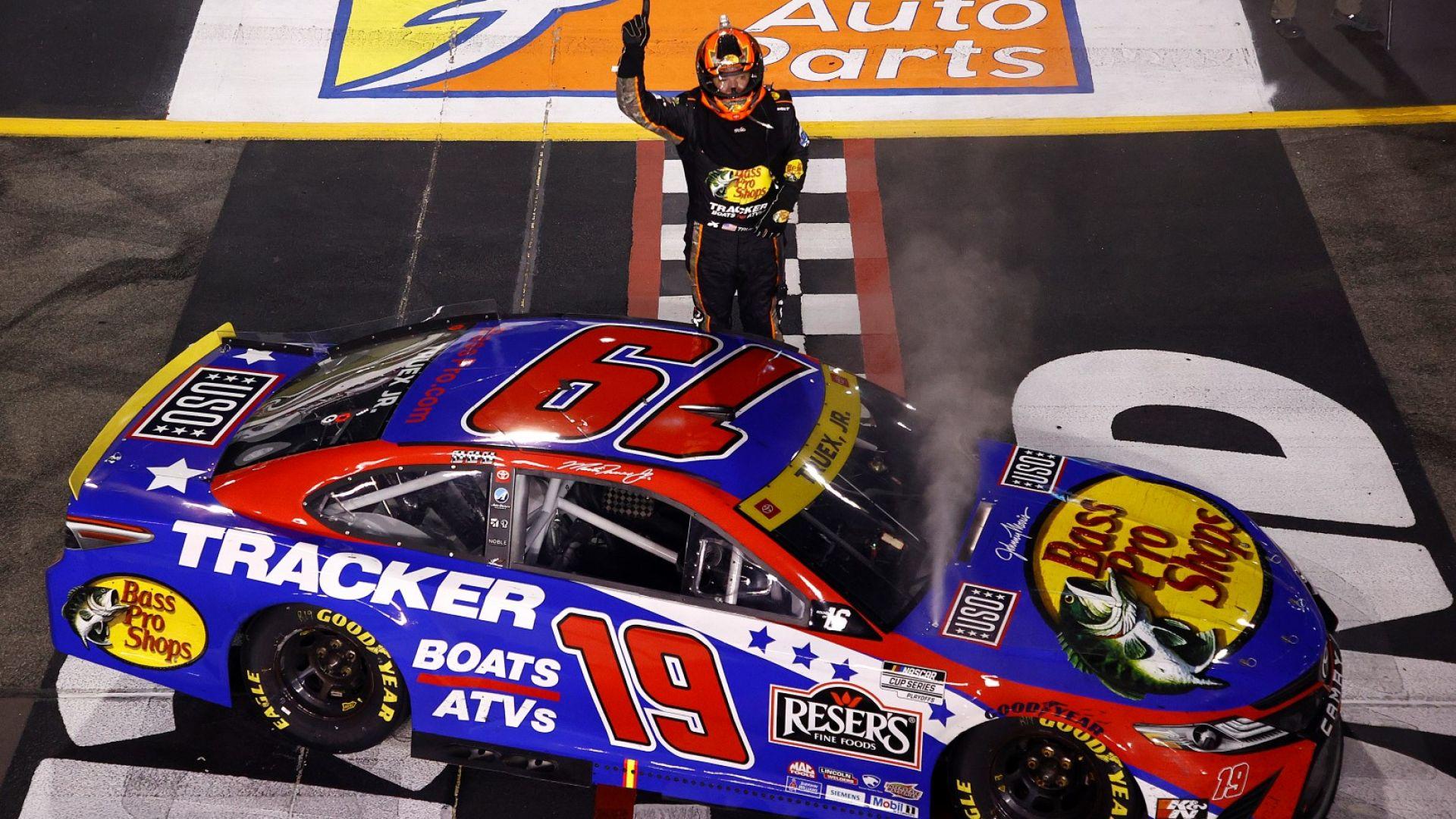 Трюе спечели в Ричмънд и си осигури място сред 12-те финалисти в NASCAR