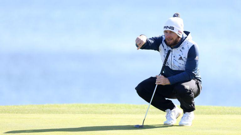 Хатън започна да изпълнява заканата и поведе в Дома на голфа